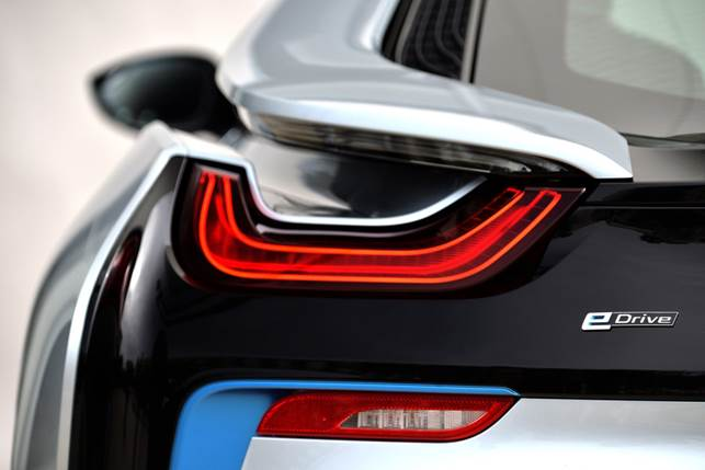 Like the headlights, the intricately designed rear light clusters also feature the characteristic BMW i U-shaped design