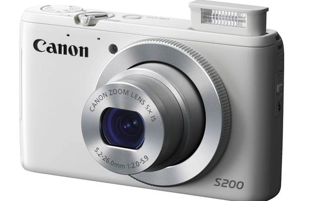 The PowerShot S200 offers the features and connectivity you're after, in a compact body.