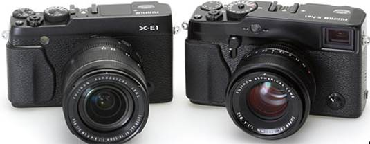 This is the X-E1 with its 18-55mm kit zoom, along with its big brother the X-Pro1 equipped with the nice F1.4 R XF 35mm lens. The X-E1 is much smaller because of removing the optical viewfinder, but the similarity of the two camera series is generally outstanding.