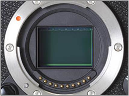 The Fujifilm X-E1 is based on the same 16MP X-Trans CMOS and XF lens mount as the X-Pro1.