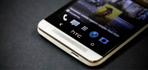 A small HTC logo is located where the home button was once, right between the two soft keys. In fact, it's almost a bit disappointing: the logo looks as if it would take charge of the role of the button.
