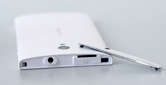 microSIM tray is hidden under the metal-colored plastic which stays on the top.