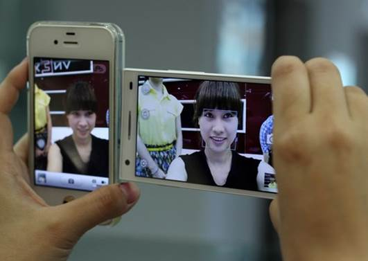 The front-facing camera offers wide, sharp angle with quite-interesting skin-smoothing and whitening shooting mode.