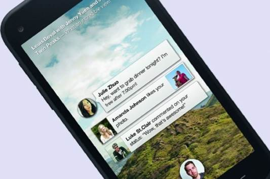 One of Home's greatest strengths is its messaging ability, which makes use of SMS and Facebook chat and combines them into one application. Whenever receiving a new message, you will see a bubble appear with that person's profile picture inside, with the number of unread messages in red and the first few words of the text are proudly presented in a small box to one side.