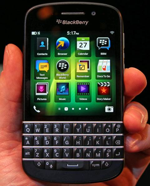 Mainly, BlackBerry Q10 is exactly what awaited us: a Z10 with a smaller screen and a physical keyboard.
