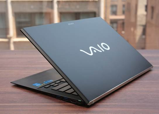 Finally, there has been a new high-end Ultrabook to replace the Z.