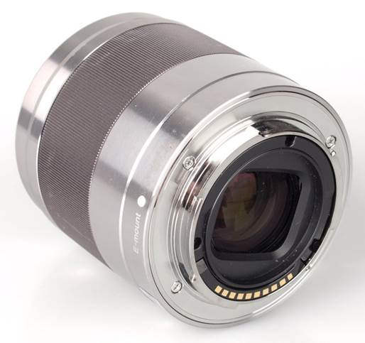Its manual focus ring works smoothly and is well damped