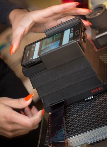 A film scanner using the mobile phone camera