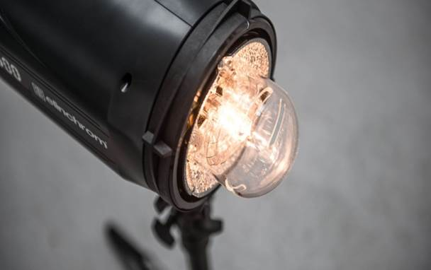 Description: The Elinchrom ELC Pro HD offers flash durations as fast as 1/5260s, giving you pin-sharp images.