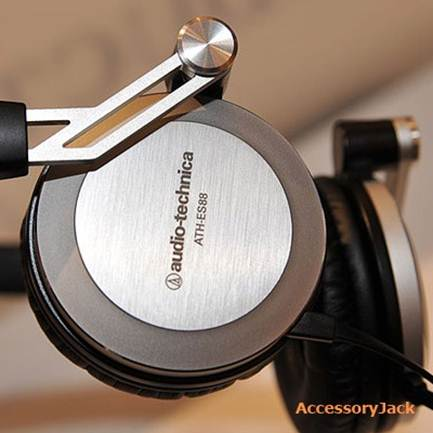 Description: The sound the ES88s produce is of the warm and weighty variety